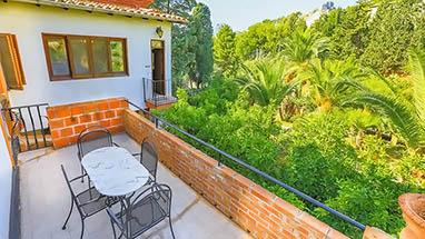sizilien ferienwohnung zora in der villa caterina. Black Bedroom Furniture Sets. Home Design Ideas
